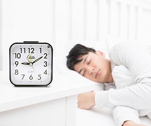 OSMOFUZE Simple Bedroom Alarm Clock, Silent Non Ticking Analog Small Lightweight Alarm Clock with Snooze and Light, Sound Crescendo, Mini Sized Travel Quartz Alarm Clock, Battery Operated (Black)