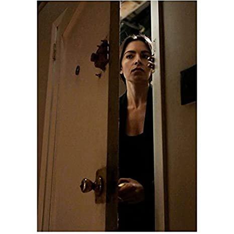 Person of Interest Sarah Shahi as Sameen Shaw Opening Door 8 x 10 inch photo