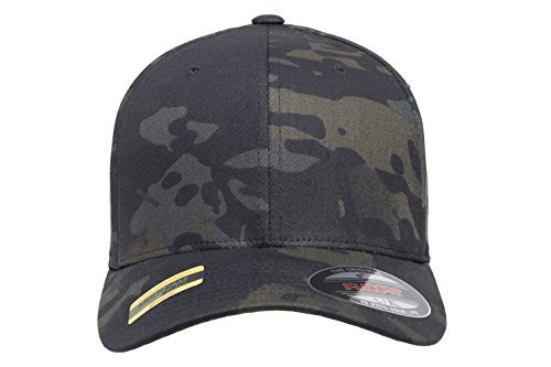 bd0bb4782ea Amazon.com  Flexfit Multicam 6 Panel Baseball Cap Officially Licensed Multi-Cam  2 Patterns Black Camo or Green Camo  Clothing