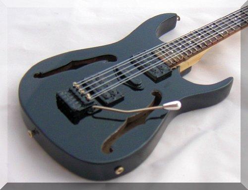 - PAUL GILBERT Miniature Guitar Ibanez