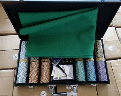 (300 + 20) Chips Clay Pro Poker Set in a Vinyl Leather case - 320 Heavyweight 14 g Casino-Quality Poker Chips - Plastic Cards with Cutting Cards - Casino-Green Poker Felt Included (Style T)