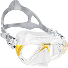 Mask for advanced freediving and spearfishing, designed to offer an extremely hydrodynamic and compact shape to help divers cut through the water and aid movements in small spaces. No manufacturer's warranty.