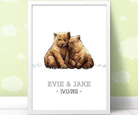 Señal de nombre de bebé con diseño de oso gemelo, regalo para bautizo de bebé, impresión artística de pared por Pawprint Illustration, sin marco Talla:A4 (11.7 x 8.3 inches), Portrait
