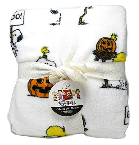 - Berkshire Jack-O'-Lantern Halloween Peanuts Snoopy Woodstock 55 x 70 Inch VelvetSoft Throw Blanket