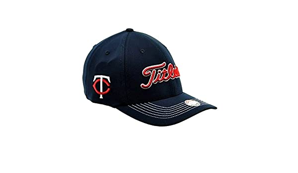 finest selection 8df82 fc977 Amazon.com  Titleist MLB Minnesota Twins Fitted Cap M L  Clothing