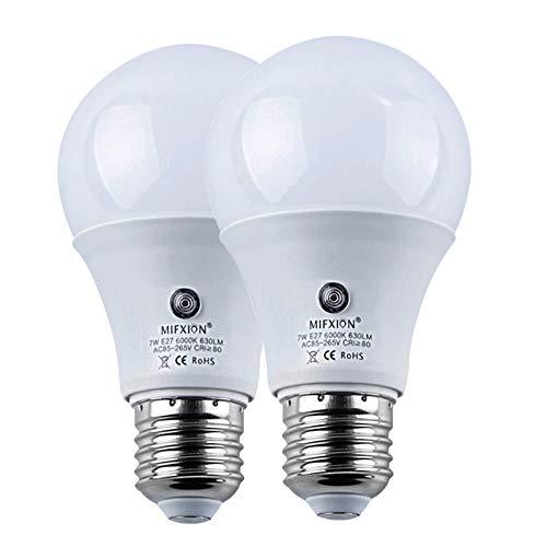 Outdoor Dusk to Dawn Light Bulbs,LED Sensor Smart Lighting Bulbs 7W (60W Equivalent)E26/E27 A19 Automatic On/Off Lamp Indoor LED Security Light Bulb for Porch Light Bulbs for Yard Patio Garage Garden