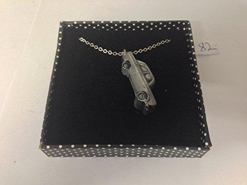 FORD 100E 4portes Saloon 3D Pendentif sur collier plaqué argent platine fait main 45,7cm Ref82
