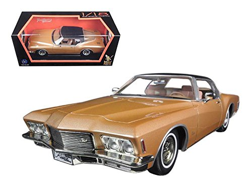 1971 Buick Riviera GS With Vinyl Top Gold 1/18 Diecast Model Car by Road Signature ()