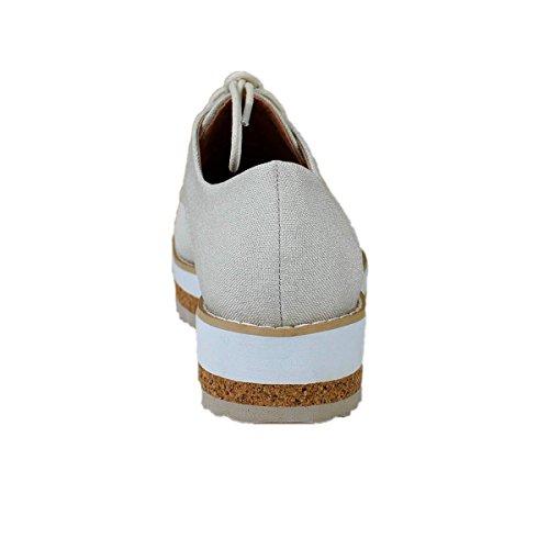 Zapato plano. Cierre mediante cordones. Suela flatform dentada en combinación de colores. Altura de la suela 4.5 cm. Beige