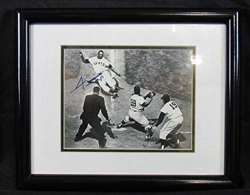 - Willie Mays Signed Auto Autograph Framed 8x10 Photo JSA EE04354