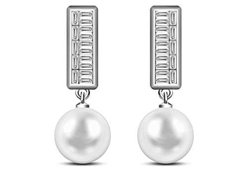 9 mm Akoya Cultured Pearl and 0.33 carat total weight diamond accent Earring in 14KT White Gold ()