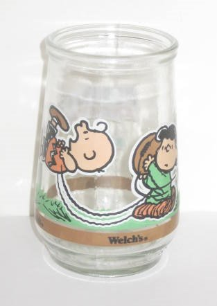 Welch's Glass Tumbler Jelly Jar Peanuts Comic Classics Charlie Brown & Lucy: It's Kick Off Time ()