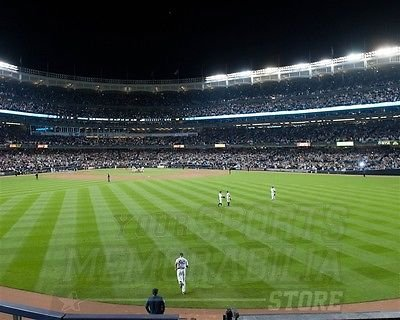 Mariano Rivera Entering Game - Mariano Rivera New York Yankees last time entering a game 8x10 11x14 16x20 4046 - Size 16x20