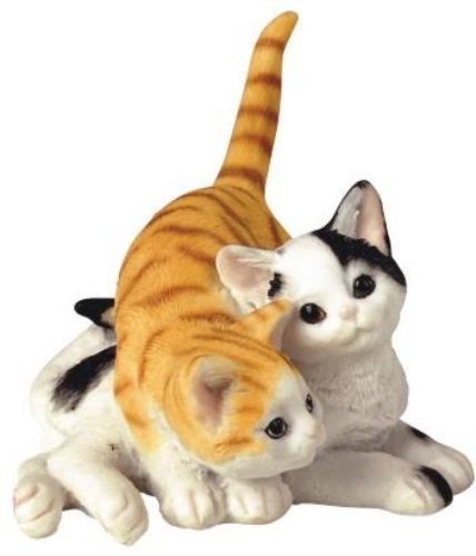 two cuddling kittens figurine