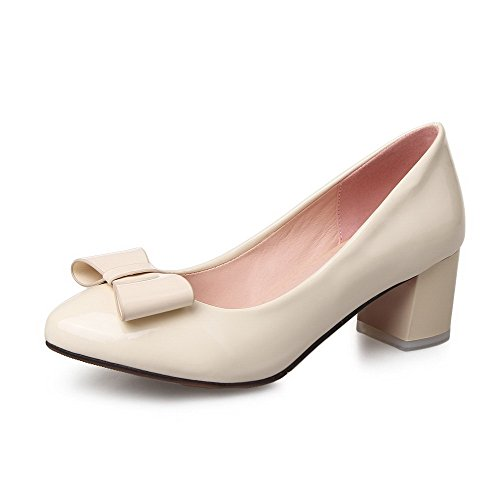 Allhqfashion Dames Solide Lakleder Kitten Hakken Puntige Gesloten Teen Pull-up Pumps-schoenen Beige
