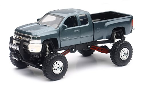 Chevrolet Silverado 2500HD 4x4 Pickup Truck Raised w/ Working Suspension