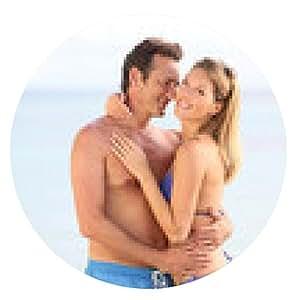 alfombrilla de ratón Amantes de la pareja abrazando en traje de baño en la playa - ronda - 20cm