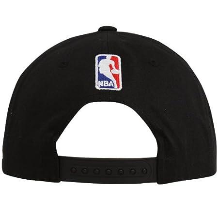 san francisco 37f91 f0a4d Amazon.com   Mitchell   Ness Los Angeles Lakers Black 2001 NBA Finals  Vintage Snapback Adjustable Hat   Sports Fan Baseball Caps   Sports    Outdoors