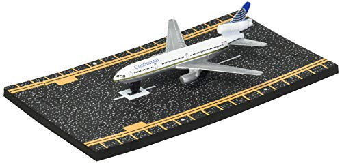 Hot Wings Continental Airlines MD DC-10 Jet with Connectible Runway