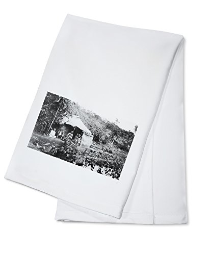 OKSLO Hawaii View of Grass Hut and Taro Patch Photograph (100% Cotton Kitchen Towel)