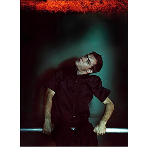 (Jude Law Seated with Head Turned to Side 8 x 10 Inch Photo)