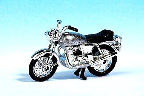 HO Scale Norton Commando 850 Motorcycle - Assembled -- Silver, Chrome