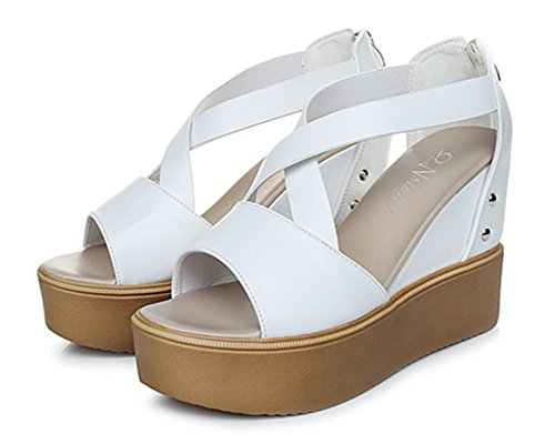 Aisun Damen Kunstleder Peep Toe Gekreuzt Durchgängig Plateau Niete Sandale Mit Reißverschluss Weiß