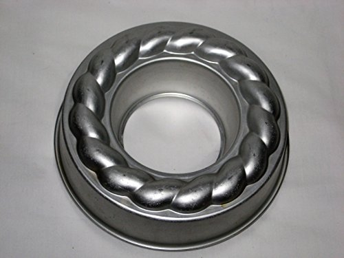 Vintage Wear-Ever Aluminum Round Fancy 1 1/4 Quart Ring Mold Cake Pan