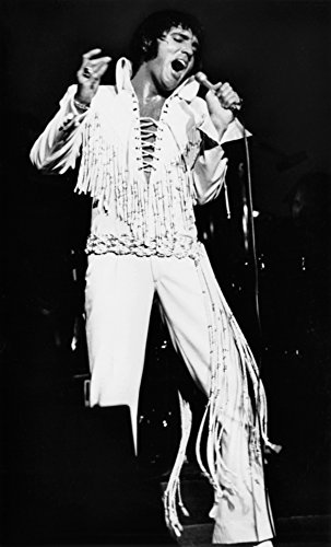 Posterazzi Elvis Presley Performing at The International Hotel Las Vegas August 11 1970 Photo Poster Print (8 x 10)