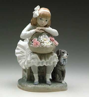 Girl with Flowers (Lladro Girl Flowers)
