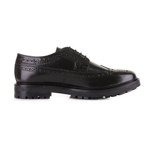 Base London Zapato Hombre Men Shoe Cuero perforado fondo carrarmato negro