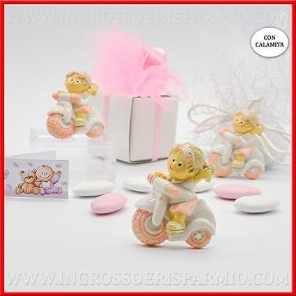 Imán de resina pintada con forma de niña con trenzas rubias que guía una pequeña moto de color rosa, para niña.Confitera para bautizo, nacimiento, comunión o primer cumpleaños.