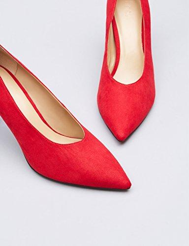 Zapato rojo de tacón con empeine alto
