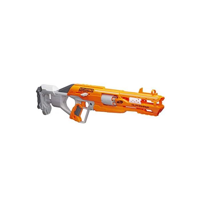 Forma parte de la serie AccuStrike Incluye dardos diseñados para mayor precisión Lanzador de cerrojo con tambor rotatorio de 5 dardos