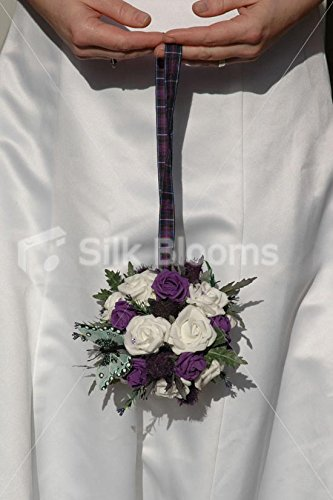 Ramo de bola Flowergirl Pomander blanco y violetahttps://amzn.to/2OVUVtZ