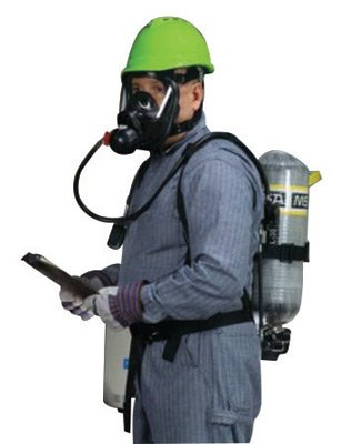 MSA AirHawk® II 2216 psig Industrial Low Pressure Supplied Air Respirator System With Medium Hycar Rubber Advantage® 4000 Facepiece, Net Head Harness, Aluminum 30-Minute Cylinder, Nylon Harness With Chest Strap And Hard Carry Case