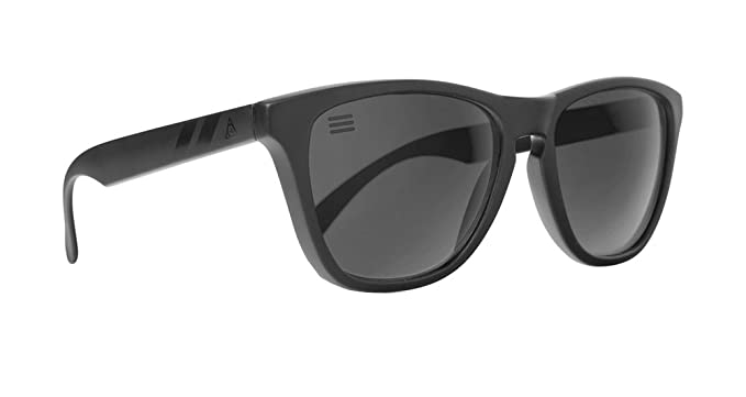 628c379c87e95 Blenders Eyewear Men s Wayfarer Sunglasses Black BLACK  Amazon.co.uk ...