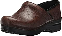 Your heel should lift up and down with every step, so if you are a half-size you may be more comfortable sizing up (for example, if you are a US 7.5, you may be more comfortable in an EU size 38). Dansko's flagship classic for all-day comfor...