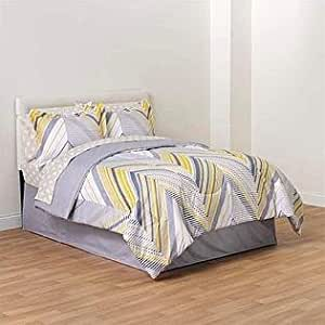 Amazon Com Gray Silver And Yellow Chevron King Comforter