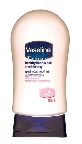 Vaseline Healthy Hand & Nail Conditioning Hand Lotion with Keratin and Vitamin E /100 Ml