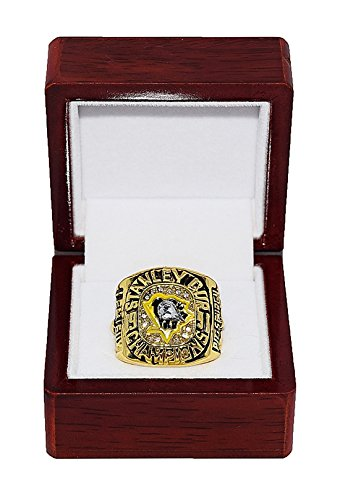 (PITTSBURGH PENGUINS (Mario Lemieux) 1991 STANLEY CUP WORLD CHAMPIONS Vintage Rare & Collectible High-Quality Replica NHL Hockey Gold Championship Ring with Cherrywood Display)
