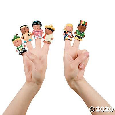 Dozen Kids Around the World Finger Puppets: Toys & Games
