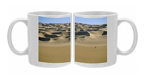 Photo Mug of Sahara Desert with lone figure in foreground, Amguid, Algeria, Africa *** Local