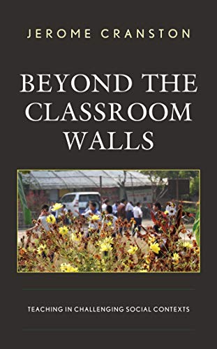 Beyond the Classroom Walls: Teaching in Challenging Social Contexts (English Edition)