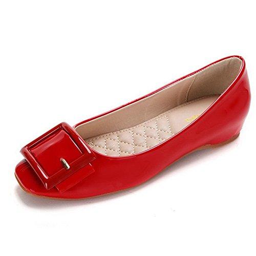 Aalardom Womens Zacht Materiaal Pull-on Vierkante-teen Lage Hakken Effen Pumps-schoenen Rode Gesp