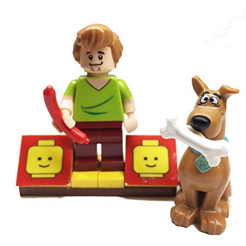 MinifigurePacks: Lego Scooby-Doo Gang Bundle (1) Shaggy Minifigure (1) Scooby-Doo Minifigure (1) Figure Display Base (2) Figure Accessory's (Hot Dog - Scooby (Mummy Hotdogs)