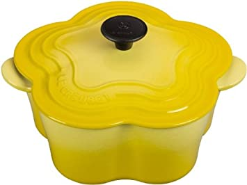 「Le Creuset Signature Cast Iron 2¼-quart Flower Cocottes」的圖片搜尋結果