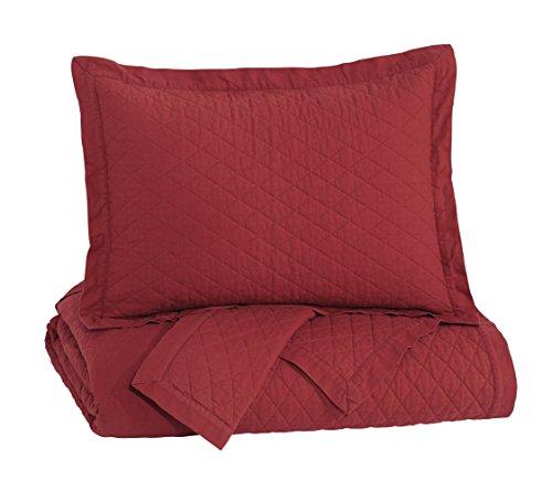 Ashley Furniture Signature Design - Alecio Quilt Set - King - Contains 3 Pieces - Solid Color, Red (Bedroom Sets Harveys Furniture)