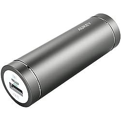 AUKEY Batteria Portatile di 5000mAh, con Ingresso 2A e Uscita 2A, Indicatore di Ricarica, Supporta iPhone 6s / 6s Plus/ 6/ 6 Plus / 5s, Samsung Note 4/ Note 3/ S6/ S5/ S4, HTC, Xiaomi, HUAWEI ecc., include un Cavo Micro USB di 20cm (Grigio)