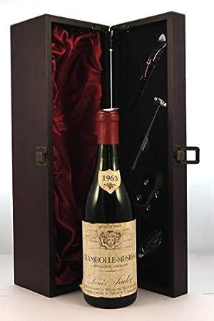 Chambolle Musigny 1963 Louis Jadot (1/2 Bottle) en una caja de regalo forrada de seda con cuatro accesorios de vino, 1 x 375ml